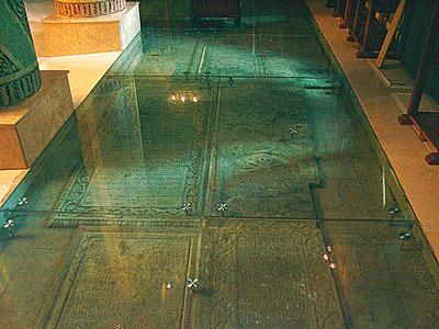 Biserica cu podea de sticla
