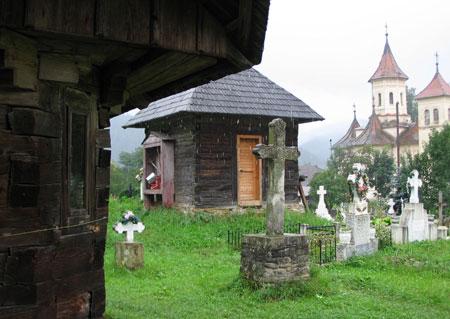 Biserica Veche a Putnei - Dragos Voda si biserica noua a satului