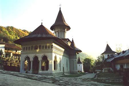 Biserica Sf Petru si Pavel de la Ramet