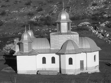 Arhiepiscopia Ortodoxa a Vadului Feleacului si Clujului, prin purtarea de grija a Inalt Preasfintitului Arhiepiscop Bartolomeu Anania a facut demersurile necesare pentru obtinerea aprobarii din partea <a href='/drept-bisericesc/88020-sfantul-sinod-al-bisericii-ortodoxe-romane' _fcksavedurl='/drept-bisericesc/88020-sfantul-sinod-al-bisericii-ortodoxe-romane' title='Sfantul Sinod al Bisericii Ortodoxe Romane' class='linking auto'>Sfantului Sinod al Bisericii Ortodoxe Romane</a>. Acesta in sedinta de lucru din 15-16 decembrie 1998 a examinat propunerea ierarhului clujean si, in temeiul prevederilor art. 76 din Statut a hotarat aprobarea reinfiintarii Manastirii Schimbarea la Fata din zona Cheile Turzii, judetul Cluj, cu destinatie pentru calugari. Actul numarul 6247-21 decembrie 1998 este semnat de <a href='/organizare-b-o-r/71034-preafericitul-parinte-daniel' _fcksavedurl='/organizare-b-o-r/71034-preafericitul-parinte-daniel' title='Preafericitul Parinte Daniel' class='linking auto'>Preafericitul Parinte</a> <a href='/nasterea-domnului/71182-nasterea-domnului-pf-teoctist-patriarhul-bisericii-ortodoxe-romane' _fcksavedurl='/nasterea-domnului/71182-nasterea-domnului-pf-teoctist-patriarhul-bisericii-ortodoxe-romane' title='Nasterea Domnului - PF Teoctist Patriarhul Bisericii Ortodoxe Romane' class='linking auto'>Teoctist, Patriarhul Bisericii Ortodoxe Romane</a> si Presedintele Sfintului Sinod.