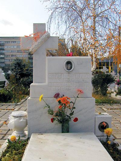 Piatra de mormant a lui Mihai Gatlan