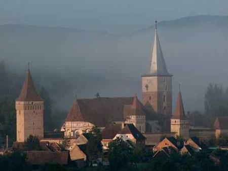 Biserica fortificata de la Mosna