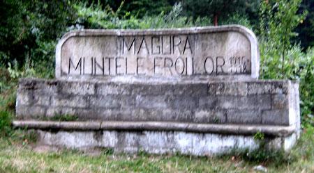 Manastirea Magura Ocnei - Monumentul Eroilor