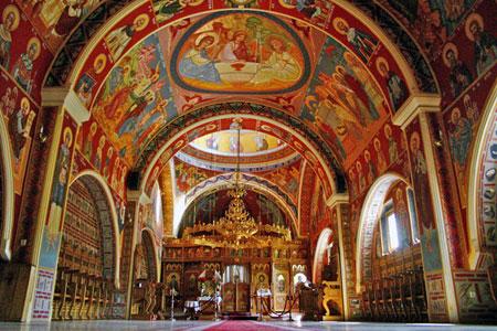 Manastirea Cotmeana - biserica cea noua, cu hramul Acoperamantul Maicii Domnului
