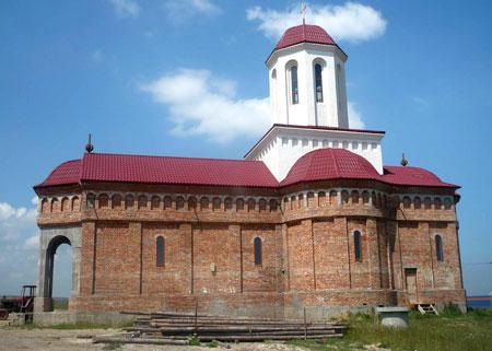 Macheta bisericii, asa cum ar trebui sa arate dupa terminarea zidurilor si a acoperisului cu turla.