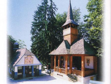 Manastirea Rohia - biserica veche si altarul de vara