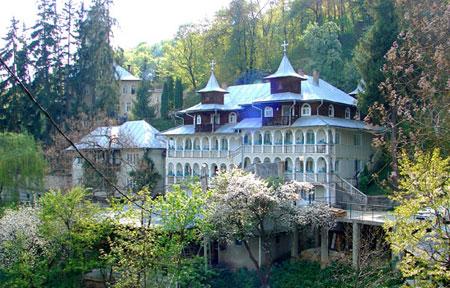 Manastirea Rohia - Casa Alba