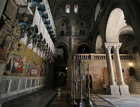 Biserica Sfantului Mormant - Piatra Ungerii, iar la etaj Golgota