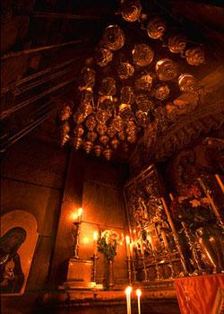 Biserica Sfantului Mormant - Mormantul Domnului, multime de candele