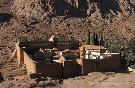 <a href='/reportaj/72399-pelerin-la-manastirea-sfanta-ecaterina-din-sinai' title='Pelerin la Manastirea Sfanta Ecaterina din Sinai' class='linking auto'>Manastirea Sfanta Ecaterina - Sinai</a>
