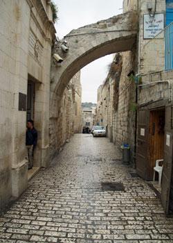 Drumul Crucii - Via Dolorosa - I - Curtea casei lui Pontiu Pilat