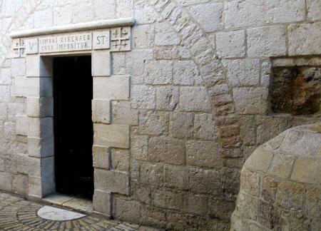 Drumul Crucii - Via Dolorosa - V - Locul unde Hristos s-a sprijinit de piatra zidului
