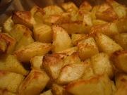Cartofi prajiti cu sos picant de rosii