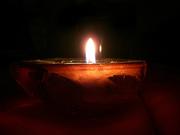 O candela aprinsa
